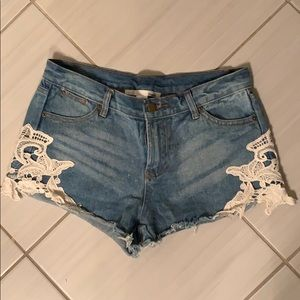 Jean shorts with lace trim